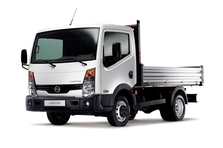 Nissan NT400 Cabstar 34.13 SWB SRW 3.0 dCi RWD 130PS  Dropside Manual front view