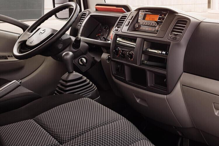 Nissan NT400 Cabstar 35.13 SWB 3.0 dCi DRW 130PS  Tipper Manual inside view