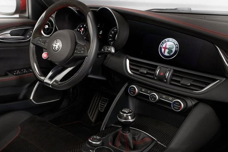 Alfa Romeo Giulia Saloon 2.0 T 280PS Veloce 4Dr Auto [Start Stop] inside view